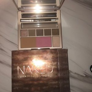 🎨Urban Decay On the run Palette 🎨